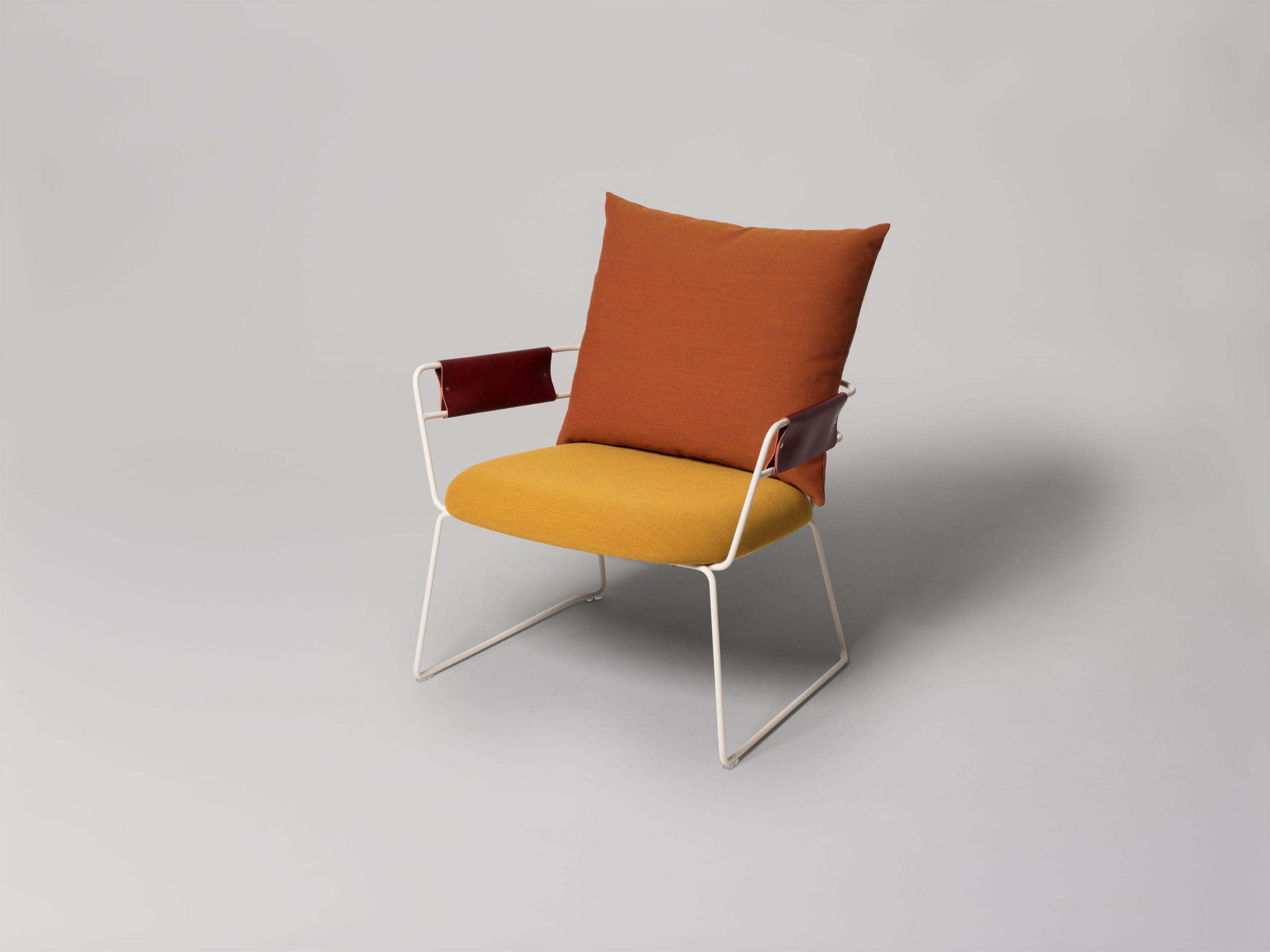 https://www.minustio.se/wp-content/uploads/2021/03/Darling-Lounge-Sled-Base-Front-1-scaled.jpg