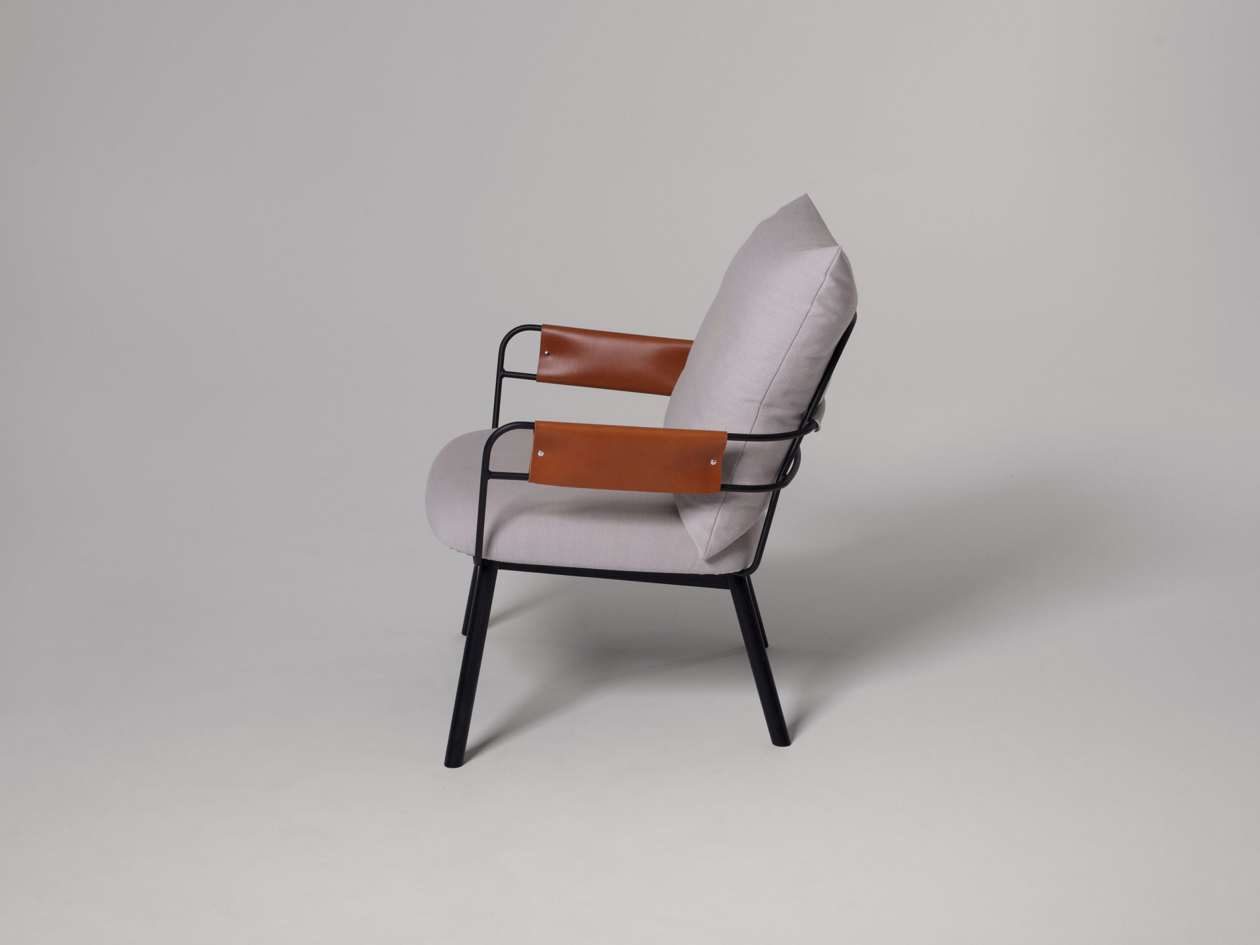 https://www.minustio.se/wp-content/uploads/2021/03/Darling-Lounge-Wooden-Base-Black-2-scaled.jpg